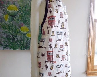 Owl apron in a light canvas