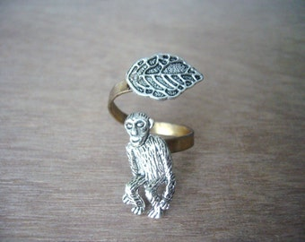 Monkey ring with a leaf, adjustable ring