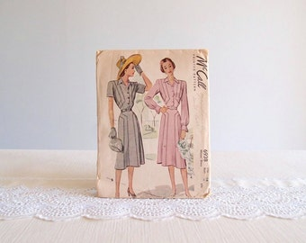 40s dress pattern / 1940s McCall swing / day dress with angular hourglass seams 6938