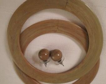 MARBLED LUCITE BANGLES / Bracelets / Pierced Earrings / Khaki Green / Retro / Modernist / Art Moderne / Jewelry Set / Chic / Accessories Lot