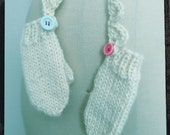 SAMPLE SALE - Children's mittens with a crochet detachable string
