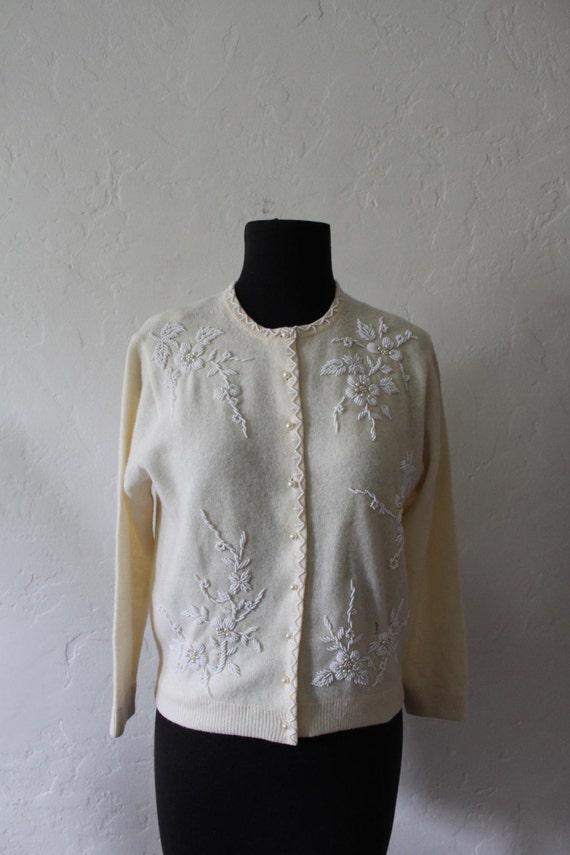 Winter wonder. - Beautiful 1960's Beaded Cashmere and Lamb's Wool Cardigan. Size 36