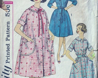 Midcentury Robe Housecoat Pattern- Retro Housewife- Size 14 Bust 34