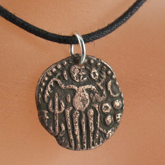 antique coin necklace CHOLA EMPIRE  coin pendant jewelry Southern India. 985-1014 ad. Raja Raja Charm  No.001150