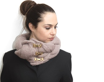 Braided Knit Scarf with metal clips, Collar Scarf luxury clips, Women Fashion by Solandia, women fashion, custom color, knitted gift