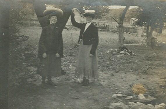 Victorian Friends Photograph Antique