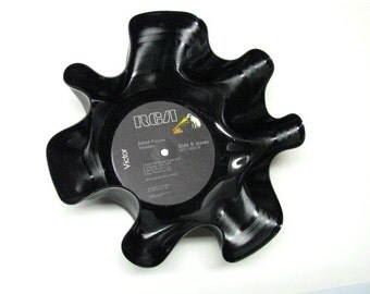 MadeByMeggin...Upcycled / Recycled Vinyl Record Bowls