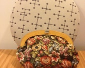 1970s Floral Clutch With Wooden Handles