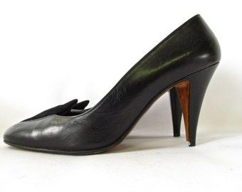 Vintage 1980s Black Leather Heels with Raised Suede Vamp. Size 7 1/2