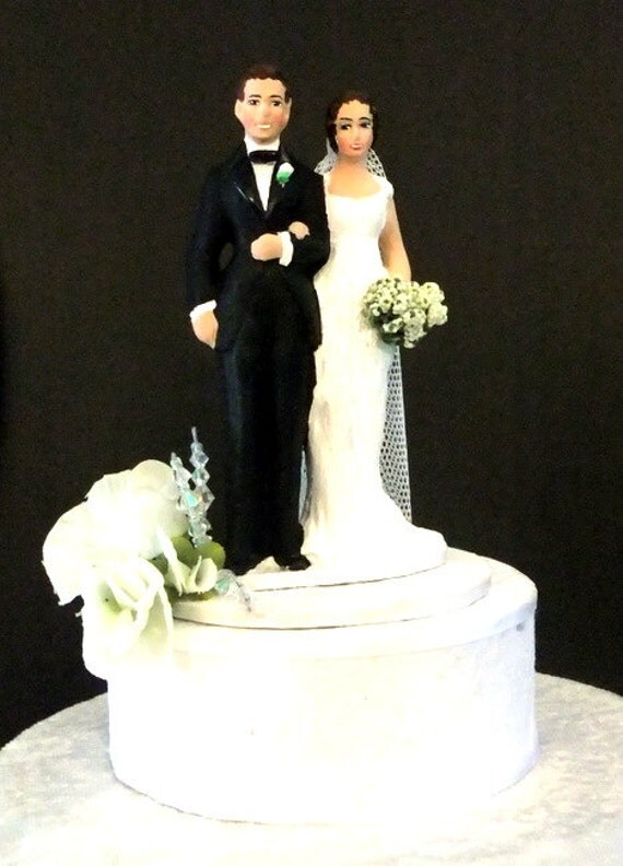 Traditional Wedding Cake Toppers Bride And Groom Simple Sweet Pea