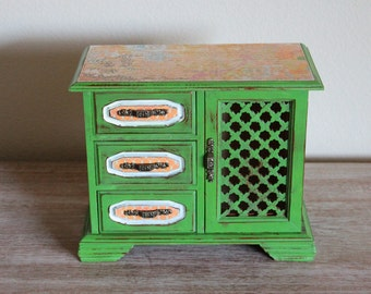 SALE  15% OFF  Refurbished Painted Spring Green Vintage Jewelry Box Music Box