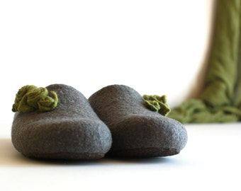 Women house shoes - felted wool slippers - Mothers day gift - grey with olive green roses - gift for her - felted slippers - wool shoes