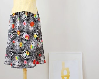 Vintage A Line / 50s Style Circle Skirt with Flowers and Geometric Print - One Size Fits All