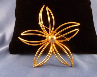 Large Gold Wired Flower Brooch