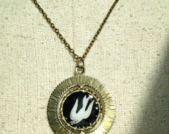 Bird Cage Thaumatrope Necklace - Inspired by Bioshock Infinite