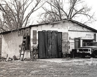White Arrow Garage Route 66 - Route 66 - Southwest - Retro - Americana - 16x20 Matted Photo - Old Garage - Man Cave Art - Gift for Guys