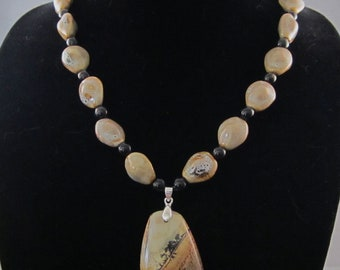 Beautiful chohua stone pendant with ceramic bead necklace