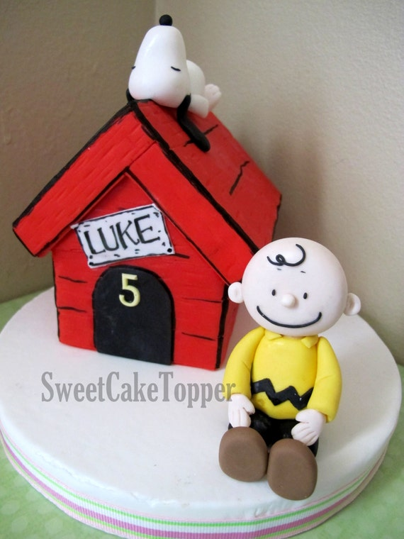 charlie brown wedding cake topper items similar to snoopy house inspired fondant cake topper 12505