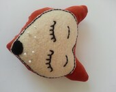 Sleepy Fox pin cushion - madebyswimmer