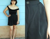 1980s. black high waisted pleated swing shorts. xs-s