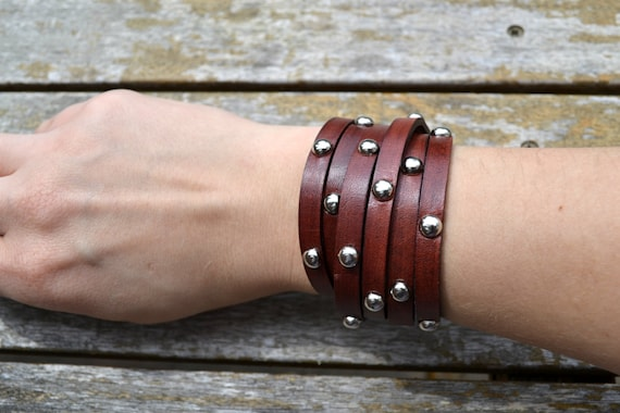 Multi wrap leather bracelet with round spots - Mahogany color