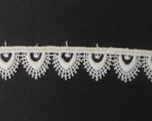 "Tudor Style Small Pointed Scallop Lace for Renaissance/Elizabethan Reenactment, 5/8"" (15mm) - sold by the half yard"