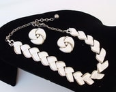 50s Jewelry Set Lisner Thermoset Choker Necklace White Clip Earrings Chevron Leaf Shaped Wedding Jewelry Audrey Hepburn