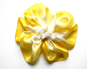 buttercup silk flower in white and yellow brooch or hairclip