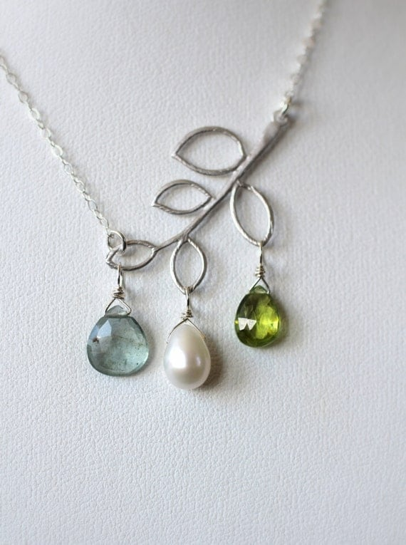 mother 39 s necklace mom necklace birthstone necklace. Black Bedroom Furniture Sets. Home Design Ideas