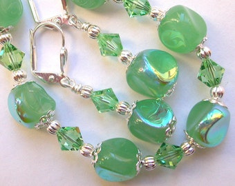 Shimmering Green Bracelet and Earring Set in Silver with Swarovski Crystals