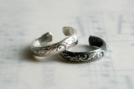 Floral Sterling Silver Toe Ring in Polished Sterling or Oxidized Sterling