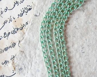 Anodized aluminium chain 3.3 ft. - 1 meter. Green
