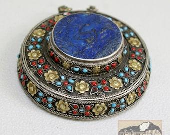 Afghanistan, Vintage Pashtun Silver Medallion Pendant with Lapis Lazuli, Item 73