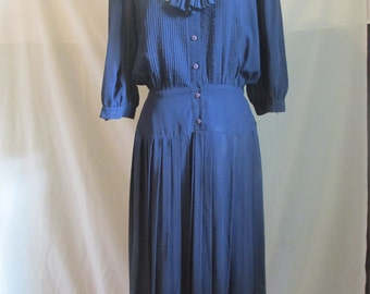 REDUCED Vintage Women's Navy Blue School Girl Pleated Dress with Bow and White Collar size 12 Large