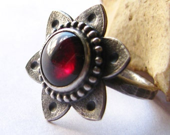 Garnet Ring Size 4 - 11 Argentium Sterling Silver Ring, January Birthstone Ring, Tribal Ring, Garnet Jewelry Flower Ring Silversmith Jewelry