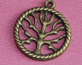 10 pcs of Antiqued Brass tree in a circle pendant 22x19mm