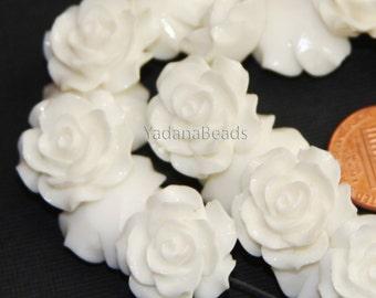 10 pcs of  Resin flower bead 18mm- White