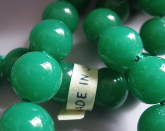 Vintage Glass Beads (10) Japanese Bright Jade Green High Quality Beads