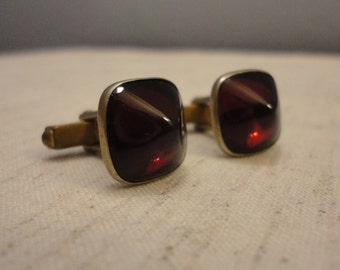 Vintage Men's Cuff Links - Cranberry Color Stone - Gold Toned Metal