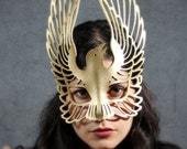 Raven leather mask in Gold