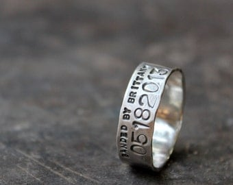 Narrow Duck Band Wedding Ring for Men and Women - Unisex Personalized