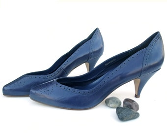 Vintage 1980s Shoes Navy Blue Leather High Heel Pumps size 9 Vintage Eighties Footwear Office Pumps