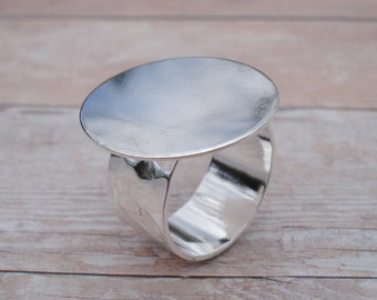 Silver Adjustable Ring 10mm Hammered Band with 22.5mm Round Base Setting for a Flat Back Cab or Jewel (1 piece)