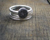 Sterling Stacking Rings - Set of 4 hammered and 1 wide hammered with round shiny Grey Druzy
