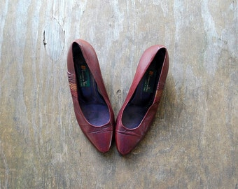 Vintage OXBLOOD pumps / 1970's LEATHER pumps / Made in Italy