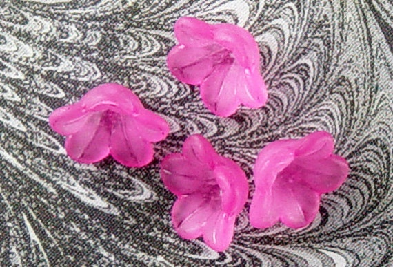 30 Acrylic Beads 5 Petal Bell Daisy Flower Pink Rose Frosted 13mm x 7mm (1015luc13-08) ... last remaining packages