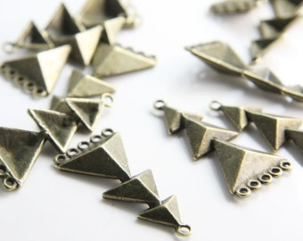 10pcs Antique Brass Tone Base Metal Earring Findings-Triangle 39x18mm (26453Y-O-255)