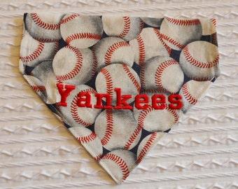 Yankees Dog Bandana Size M in Over the Dog Collar Style