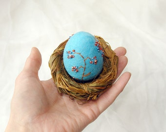 Easter egg in the nest, hand felted Easter decoration, Turquoise and brown, table decoration, Best wishes from Europe