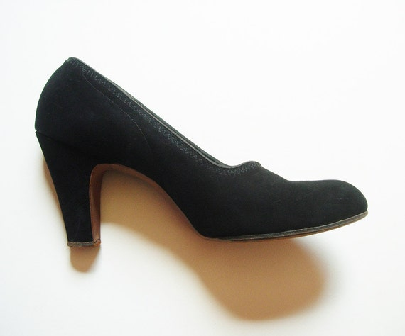 Vintage 1940s 1950s / Midnight Inky Black / Suede Heels Pumps Shoes / Size 8